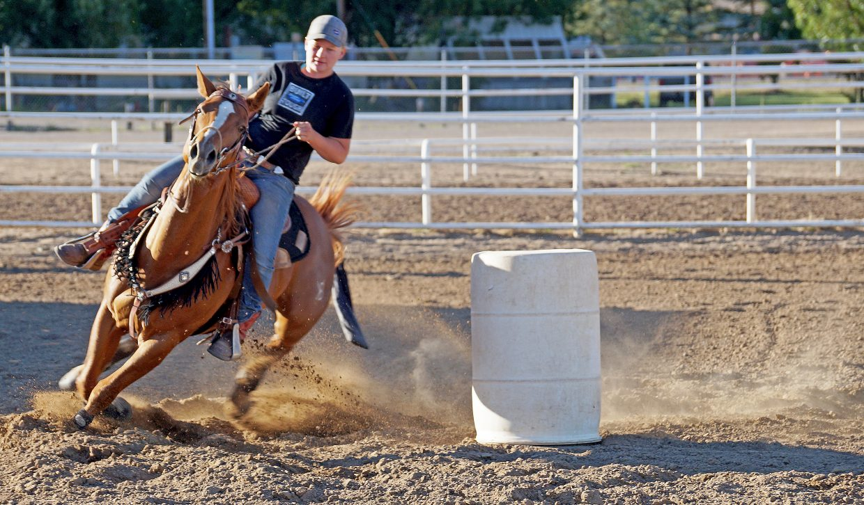 Andy Urista makes tight turn before heading into the last leg of the barrel race.